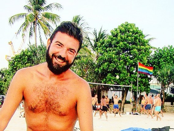 Sergio and his smile at the beach in the Land of Smiles (Thailand) and in ManAboutWorld gay travel magazine