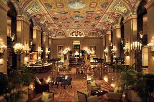 Chicago's Palmer house, A hilton Hotel in ManAboutWorld gay travel magazine